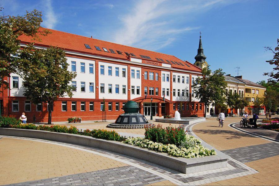 Brill apartman - Gyula város látnivalók - Világóra